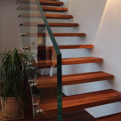 ma gefertigtes treppengel nder aus glas meitinger glas. Black Bedroom Furniture Sets. Home Design Ideas