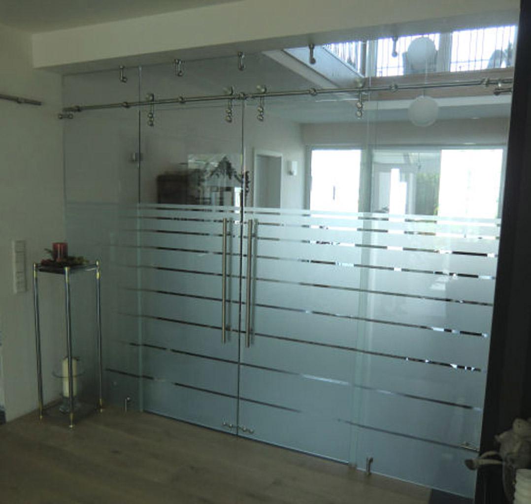 Maßgefertigte Glas-Trennwand mit Schiebetür - Meitinger
