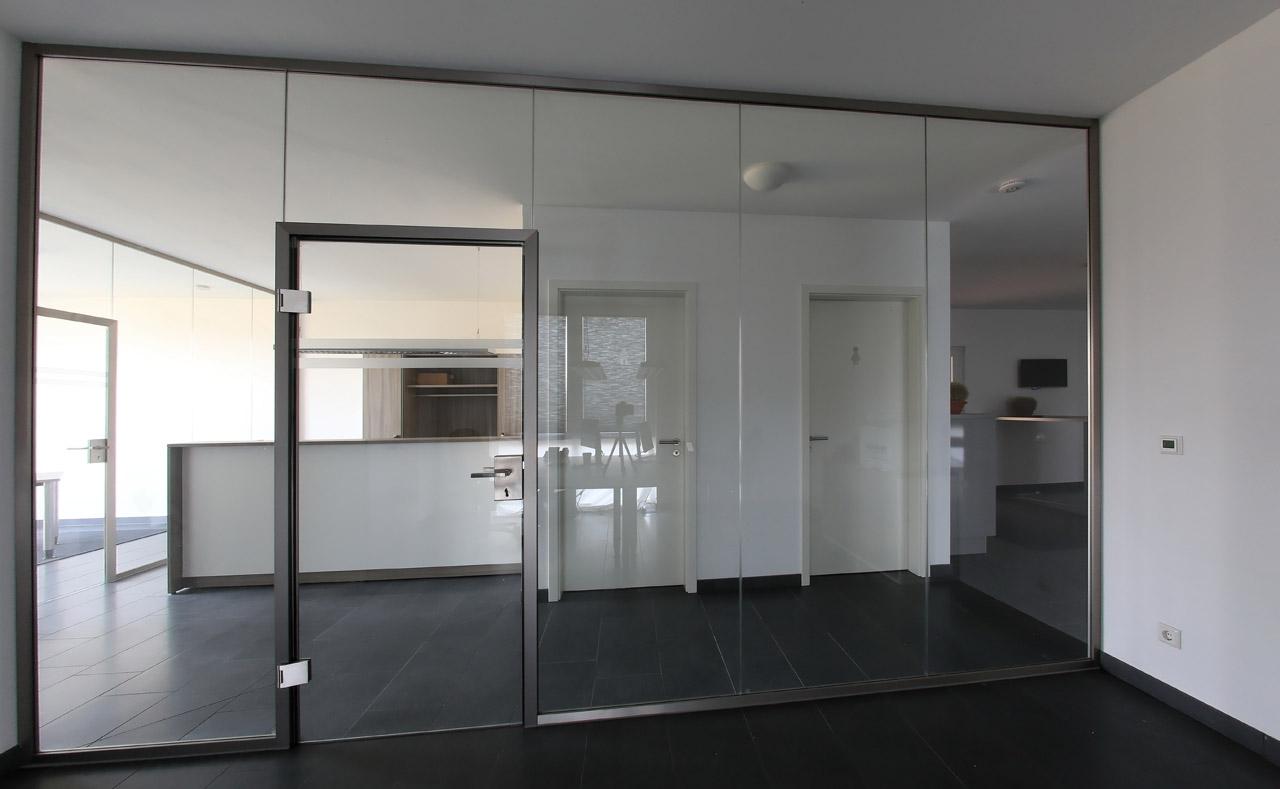 Glas-Trennwand mit Tür auf Maß - Meitinger Glas München